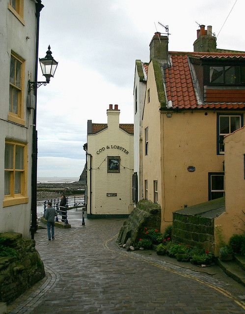 COD & LOBSTER STAITHES:    An unreconstructed Yorkshire Pub