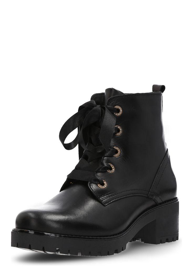 Bullboxer Boots, Leder, Absatz 5,5 cm, schwarz Jetzt bestellen unter: https://mode.ladendirekt.de/damen/schuhe/boots/sonstige-boots/?uid=a8344945-368a-57e2-9232-c5ab17111e7e&utm_source=pinterest&utm_medium=pin&utm_campaign=boards #boots #sonstigeboots #schuhe #bekleidung Bild Quelle: brands4friends.de