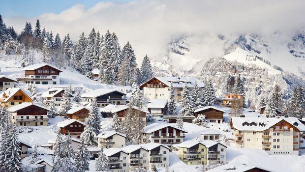 M s de 25 ideas en tendencia sobre alpes suizos en pinterest alpes de suiza viajar a suiza y - Casas en los alpes suizos ...