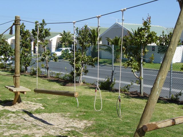 Swing/ Low ropes course » Click to zoom ->