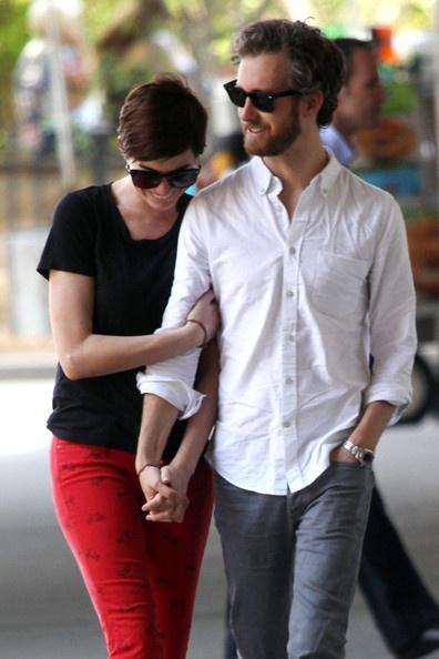 Anne Hathaway with her husband Adam Schulman