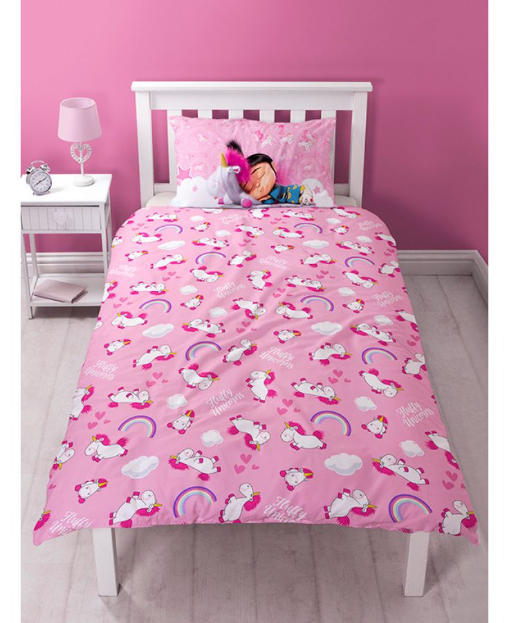 This official Despicable Me Daydream Fluffy Unicorn Single Panel Duvet Cover Set features Agnes and Fluffy Unicorn and is reversible too. Free UK delivery available