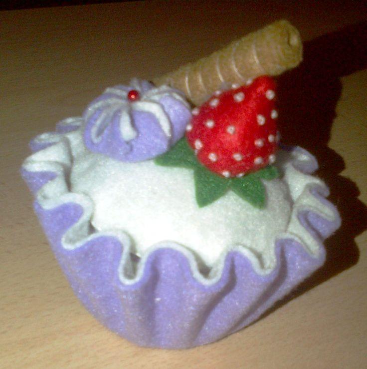 cupcake in pannolenci (su modello di Oby's handmade)