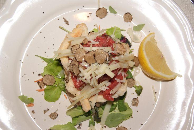 Carne cruda battuta al coltello con tartufo bianco/Carne cruda with white truffles - traditional dish from the Langhe and Roero in Piemonte