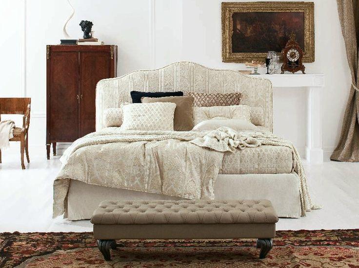 Anastasia è un letto matrimoniale in tessuto sfoderabile di Twils, dal gusto classico.