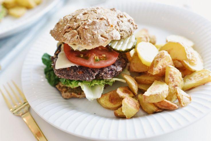 Lækker burger med bøf af sorte bønner