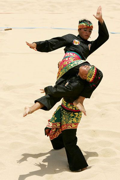 pencak silat, very gracious but also very tough-Indonesian-full contact sport,