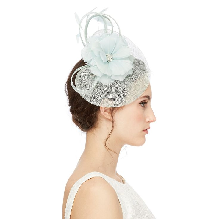 This fascinator from our exclusive Star by Julien Macdonald range will add an elegant finish to any ensemble. Fitted on a headband, it is detailed with feather accents in a floral shape and feminine loops.