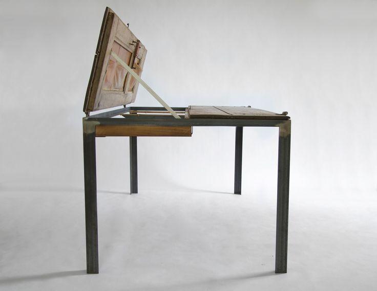 Een oude deur als stoere eettafel, bureau én werkblad - Roomed | roomed.nl