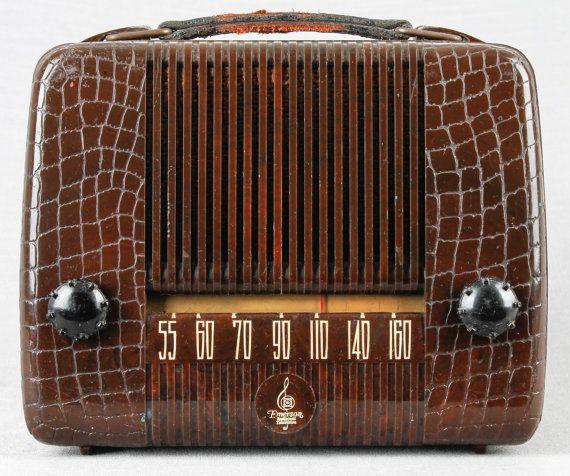 1947 Emerson Art Deco Model 559A Portable Vacuum Tube Radio