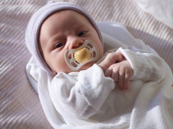 Das sogenannte Wochenbett umfasst die ersten sechs bis acht Wochen nach der Geburt inklusive Rückbildung der Gebärmutter.