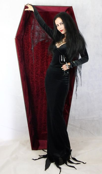les 25 meilleures id es de la cat gorie morticia addams dress sur pinterest morticia addams. Black Bedroom Furniture Sets. Home Design Ideas