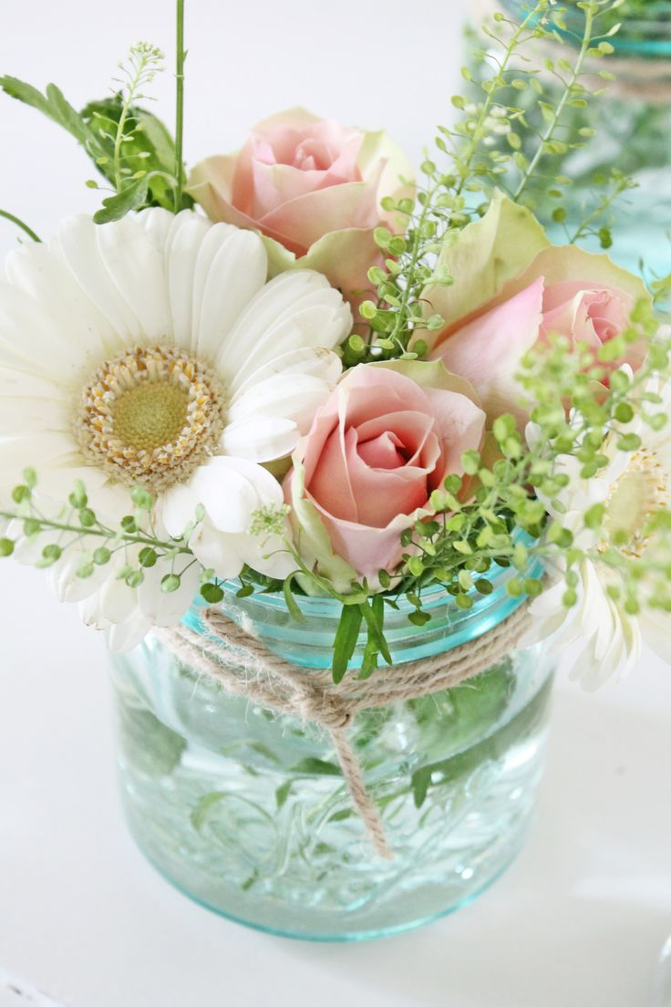 pictures of wedding centerpieces using mason jars%0A These    Gorgeous DIY Mason Jar Flower Arrangements are perfect all year  around  Make your home beautiful  fresh and inviting by adding pops of  colour and