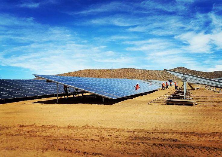 Montando estructura y paneles (en El Romero) Vallenar-Atacama. Gracias por la , Emilio Javier Jimenez Guevara http://acciona.sa/10mekD
