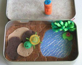 Pluche schildpad-miniatuur voelde spelen instellenin pepermuntje tin - vijver rotsen Speel voedsel en schildpad