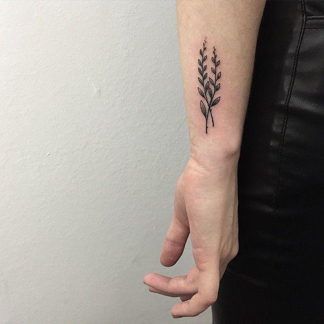 2 Leaves Tattoo #sashatattoing