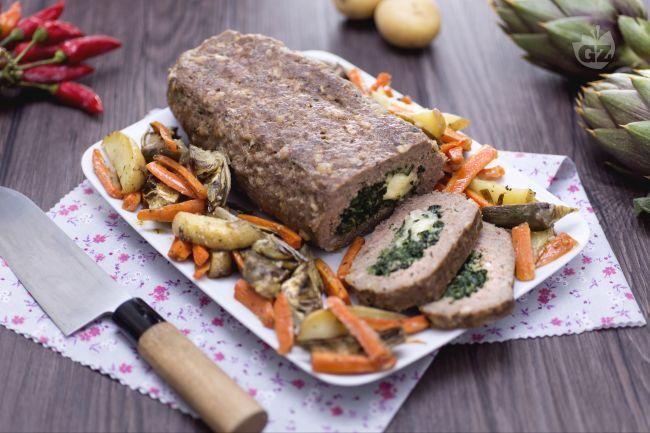Il polpettone ripieno di spinaci e caciocavallo è una variante del classico polpettone. Ottimo da servire come secondo accompagnato da verdure miste.