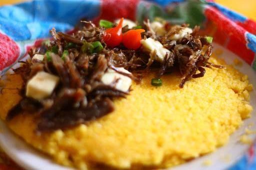 Cuscuz com carne seca ( Charque) Prato típico do Agreste, Sertão e todo Nordeste Brasileiro.