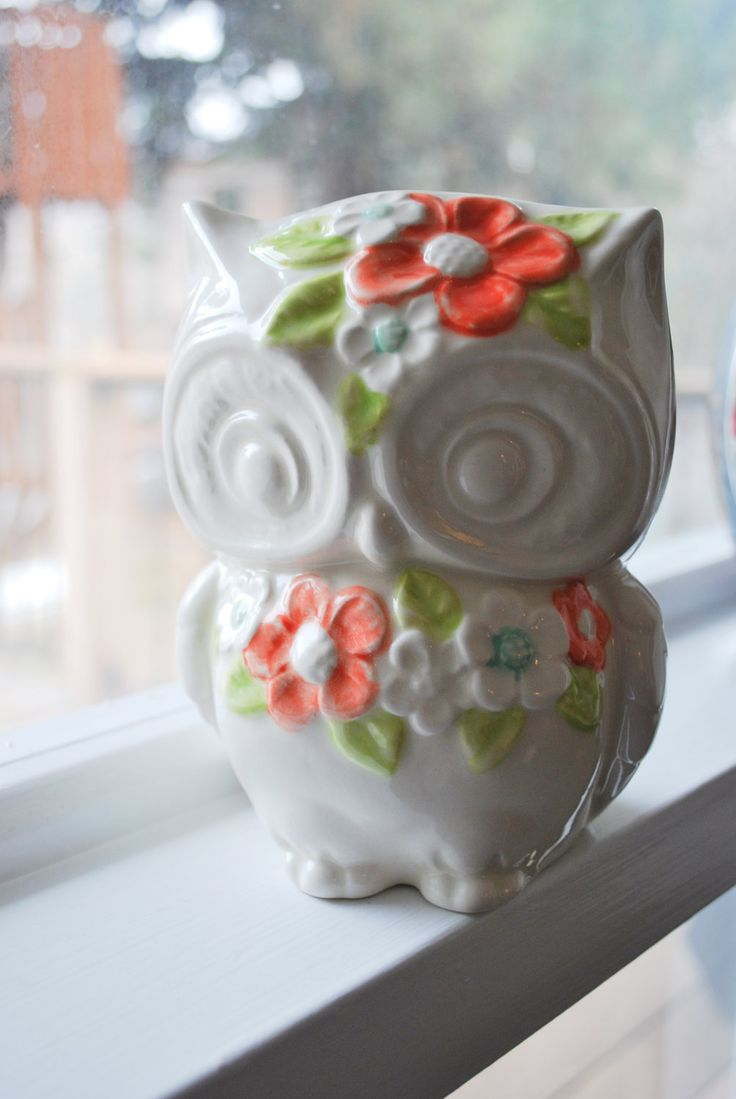 Ms. Lola Vintage Owl Planter with Flowers in Color! Can I have this please?