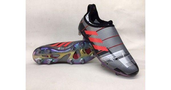Nuevos Botas De Futbol Adidas Glitch Skin Baratas FG Negro Plateado RojoPosando como la creación revolucionaria de botas de adidas de adidas lanzado a finales de octubre de la temporada 2016/17, la marca de tres rayas presentó oficialmente su concepto de Glitch innovador que llevó la personalización