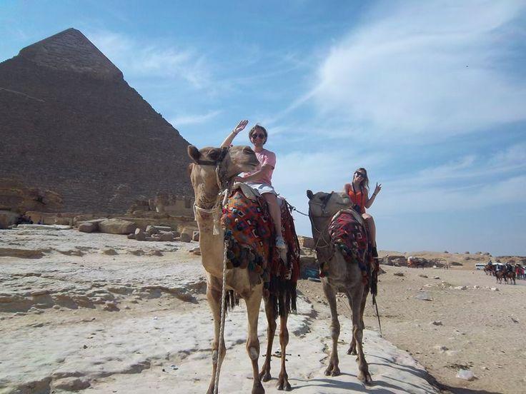 Tour de paseo en camillo en la area de las piramides de Guiza en Egipto #tour_camillo #las_pirramides_de_guiza #visita_piramides_guiza_con_camillo #tour_piramide_keops_abordo_de_camillo #excursion_en_camillo_a_las_piramides_de_Guiza_Egipto http://www.maestroegypttours.com/sp/Excursi%C3%B3nes-en-Egipto/Cairo-Excursi%C3%B3nes/Paseo-por-camello-o-caballo-en-la-zona-de-las-piramides-de-Guiza