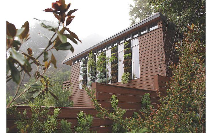Les -planchers Trex inspirent le respect de l'environnement comme dans cet espace extérieur conçu par Jamie Durie - Trex