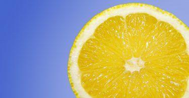 Není pochyb o tom, že jedlá soda je široce používána vdomácnosti, jako přípravek do kuchyně nebo na úklid. Jedlá soda je velmi účinná pro čištění a odstranění zápachu. Díky ní, udržíte váš domov čistý a příjemně voňavý. Jedlá soda je však skvělá i pro péči o vlasy, pokožku a spousty dalších věcí. Vtomto článku si …
