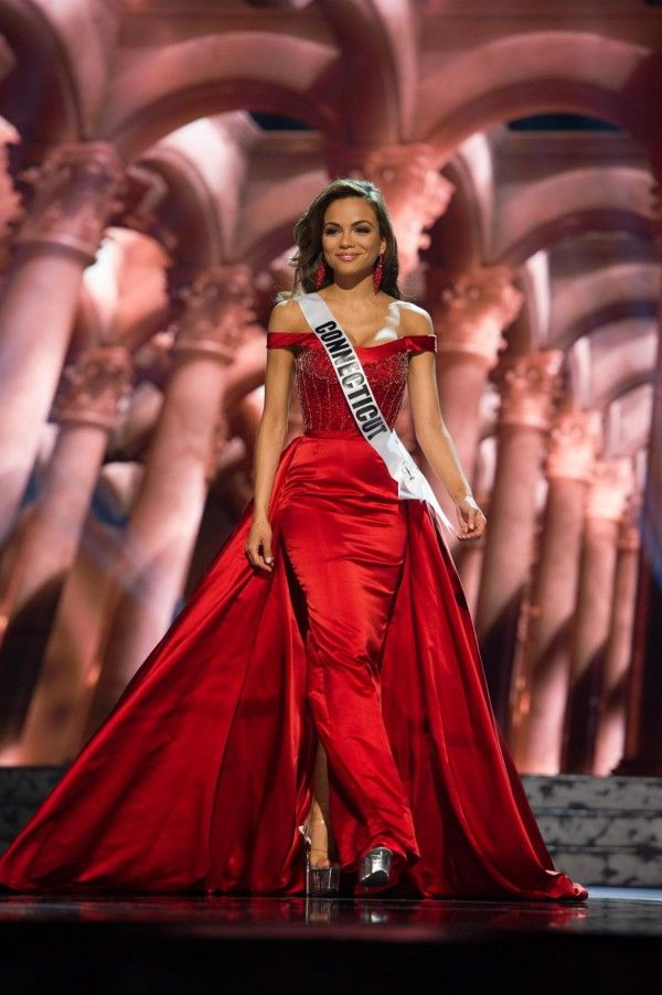 Miss Connecticut Dress at the Miss USA 2016 pageant during Preliminaries.   Want to see more pageant dresses? See Miss USA 2016 Dresses from Preliminaries | http://thepageantplanet.com/miss-usa-2016-dresses-from-preliminaries/