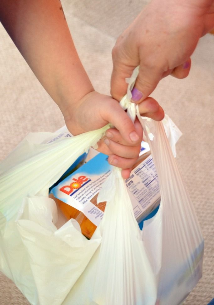 Help fight childhood hunger in your community with this simple service project #cbias #Dole4Kids #shop