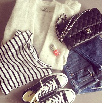 Sac Chanel + Converses + marinière = le bon look (Instagram The Working Girl)