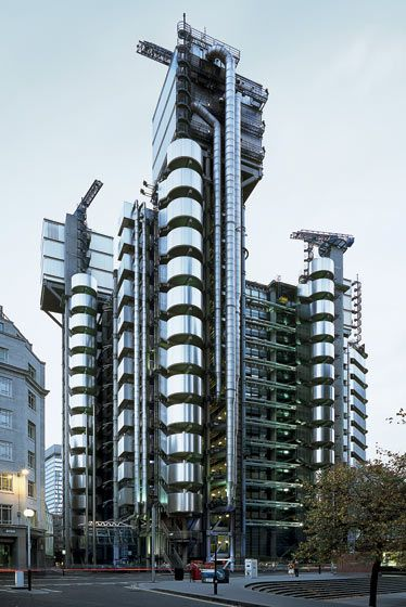 Richard Rogers Architects, Lloyds of London. London England. 1978-1986