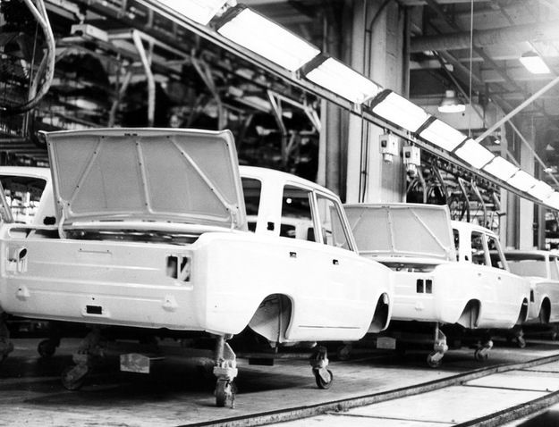 FSO (Fabryka Samochodów Osobowych) Factory in Warsaw. Assembly line for Fiat 125P in the 60's.