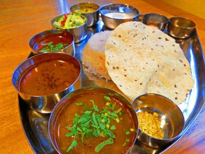 各地から人が集まる人気店。 南インドカレーのミールスを召しあがれ | ことりっぷ