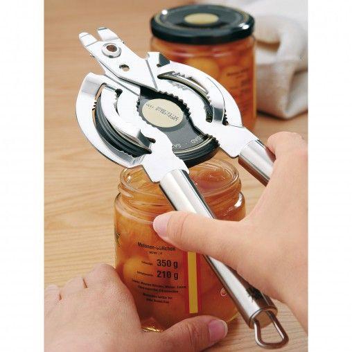 Pour toutes les tailles standard de couvercles à visser - ouverture sans effort, manipulation très simple, serrage de la manivelle avec blocage automatique. Utilisation à une main permettant de tenir le verre de l'autre main.Dans la catégorie «Profi Plus», vous trouverez plus d'une centaine d'ustensiles de cuisine différents, fabriqués selon les exigences particulièrement élevées des professionnels de la cuisine. Réalisés en acier inoxydable Cromargan® 18/10 de qualité supérieure, ils…