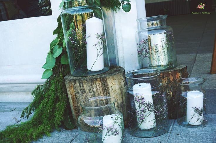 Kącik ze świecami ustawiony na wejściu do namiotu.  #wedding #flowers #candle #decoration #2016 #light