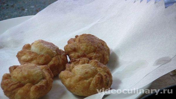 Пирожки с мясом жаренные во фритюре от http://www.videoculinary.ru/выпечка-пироги-пирожки/43 Все новые рецепты нашего сайта - в ваш почтовый ящик. Подписаться на рассылку можно здесь http://www.videoculinary.ru/286671