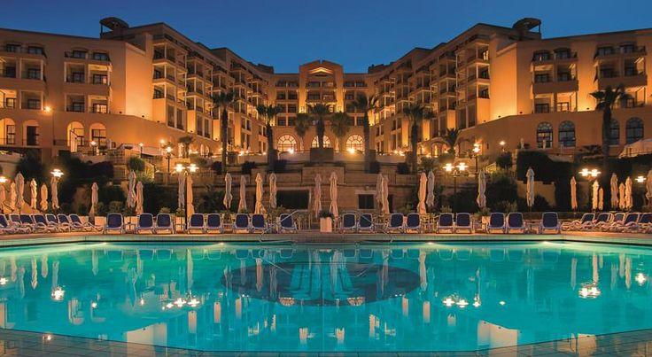泊ってみたいホテル・HOTEL|マルタ島>セントジュリアンズ>セント・ジョージ湾の海岸沿いに位置>コリンシア ホテル セント ジョージズ ベイ(Corinthia Hotel St. George's Bay)