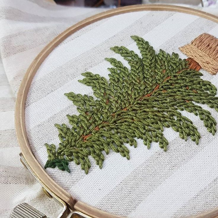 별헤는자수...트리자수..이번엔 25번사만 ~~#프랑스자수#일산프랑스자수#프랑스자수수업#프랑스자수배우기 #별헤는자수#크리스마스자수#xmas#christmastree #christmas #embroideryhoop #embroidery #needlepoint #needlework #ricamo #handmade #bordado#bordados #stitching #noel#embroiderylove #embroideryart