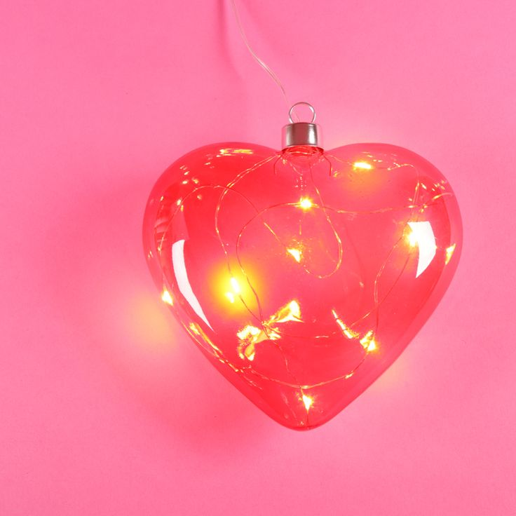 Guirnalda decorativa con forma de corazón para iluminar y ambientar los lugares más románticos. #corazon #luces #led #decor