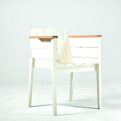 De Piet Hein Eek Kuipstoel wit gelakt en ontworpen door Piet Hein Eek. Direct uit voorraad leverbaar. Kosteloos geleverd.