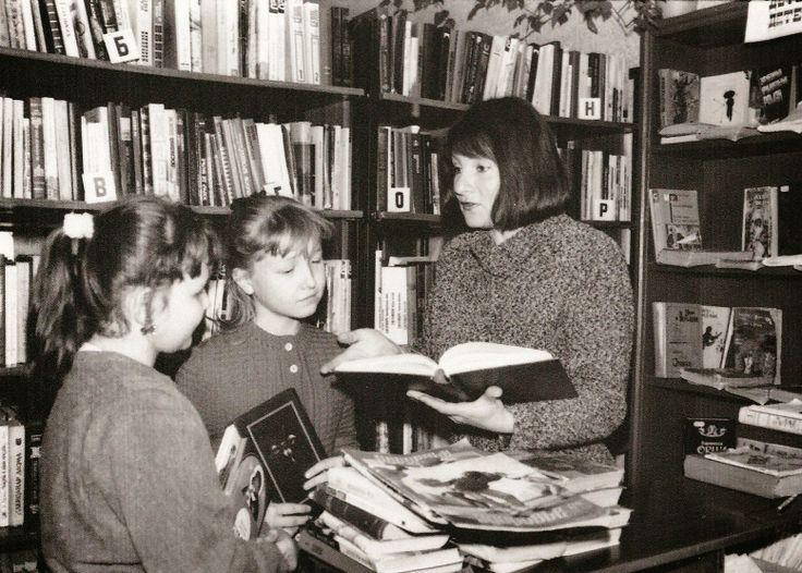 Заведующая библиотекой-филиалом №8 Н.П.Помелова, 1997 г.