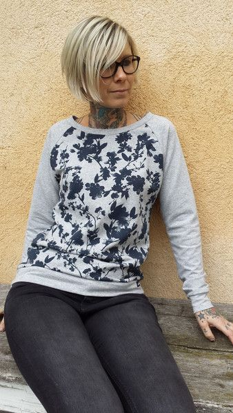 """Sweatshirts - Suzi.Ramone Raglan-Pulli """"Marlene"""" graublau Blüten - ein Designerstück von ByRamone bei DaWanda"""