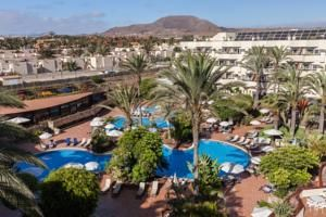Barceló Corralejo Bay - Adults Only is just 50 metres from Corralejo Beach and next to Corralejo Shopping Centre. Very large