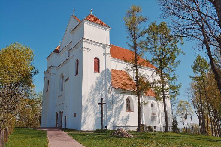 1) Свой рассказ о поездке в город Новогрудок я начну с осмотра Фарного (приходского) костёла Преображения Господня (1714-1723 гг.). Первоначальный деревянный костёл был…