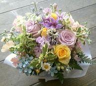 花ギフトのプレゼント【BFM】 優しさの中に明るさも そんなフラワーアレンジメント http://www.basketflowermarkets.com