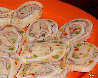 Zöldséges-sonkás-aszaltszilvás sajttekercs