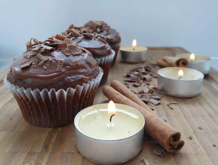 Шоколадные капкейки со сливочной начинкой и ганашем из молочного шоколада. Рецепт c фото, мы подскажем, как приготовить!