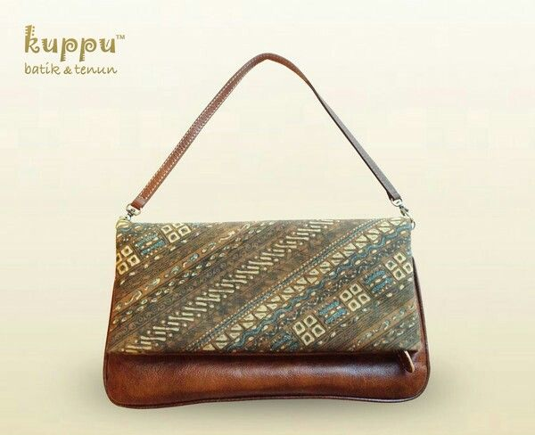 Pellicia Solo Clutch - Brown  IDR 2.550.000  #pellicia #solo #batik  #modern #batik_modern #caramel #brown  #caramel_brown #italian #italian_leather #italianleather #light #lightweight #olivegreen #olive #olive_green #instabag #instawomen #instafashion #womanfashion #women #womanstyle #kuppu #tenun_solo #tenunsolo #tenun