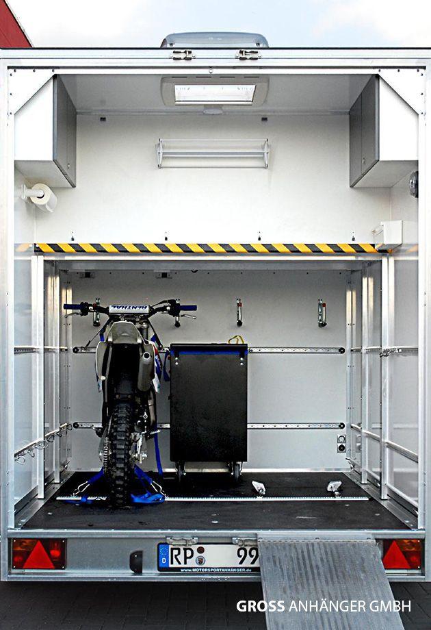 wohnanh nger mit ger umiger heckgarage f r 2 motocross. Black Bedroom Furniture Sets. Home Design Ideas
