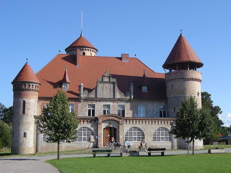Das Herrenhaus Schloss Stolpe Befindet Sich östlich Der Stadt Usedom, Am  Südlichen Rand Des Dorfes